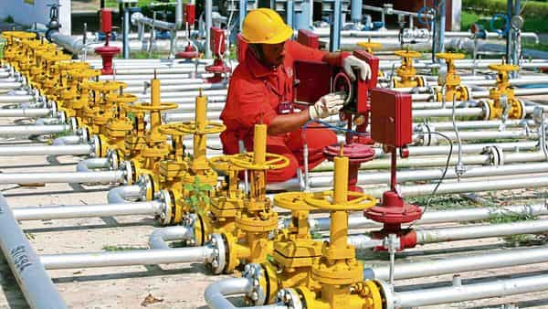 This is the third attempt by the oil ministry to get ONGC to privatise its oil and gas fields under the Modi government (Reuters)