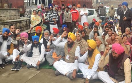 AAP Holds Protest Against Punjab Govt's Move to Give Jobs to 2 MLAs Sons