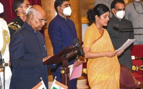 President Ram Nath Kovind administers the oath of office and secrecy to cabinet minister Anupriya Patel at the Rashtrapati Bhavan in New Delhi on Wednesday.pti