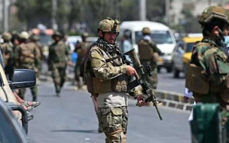 Taliban Fateh fighters, a 'special forces' unit, stand guard on a street in Kabul on August 29, 2021 (Photo: AFP)