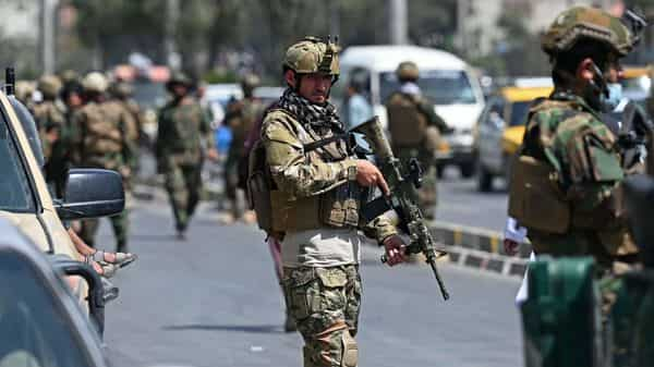 Taliban Fateh fighters, a 'special forces' unit, stand guard on a street in Kabul (Photo: AFP)